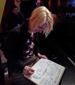 Andrea_beim_Zeichnen2